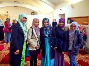 Saya (kedua dari kanan), Mbak Ani (paling kiri), dan teman-teman