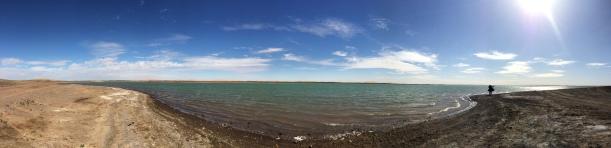 Oase masyarakat Merzouga. Serasa pantai tapi ternyata danau. benar-benar pemandangan yang baru bagi saya